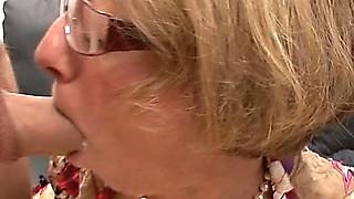 Tief im Arsch von geilen Schlampen - Rosi german secretary anal