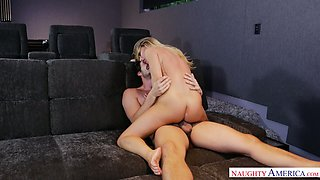 Sexually aggressive vixen Carter Cruise is awesome at being on top