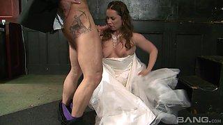 Cheating bride Olga Cabaeva having her pulsating pussy poked