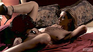 India Summer having her slippery pussy lips turned inside out