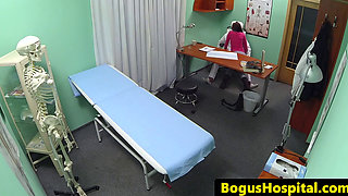 Cheating patient seduce doc to eat pussy
