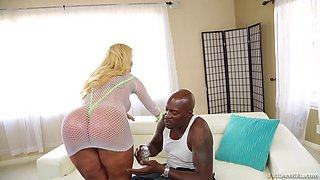 Lexington Steele fucks his black dick into this slutty milf