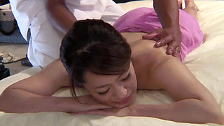The Massage Parlor Where Housewives Visit Secretly Behind Their Husbands 4