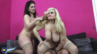 Buxom mature babes Montse Swinger and Musa Libertina share a fat cock