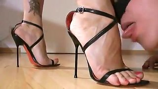 Mistress foot worship 15