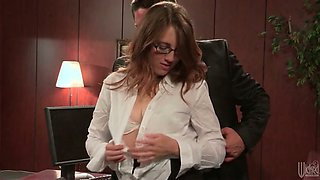 Brutal stud pleases his naughty brunette girlie with cunnilingus on office table