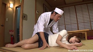 The cook in an Asian place pounds the waitress and cums in her mouth