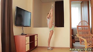 skinny extreme flexible teen stretching and masturbating