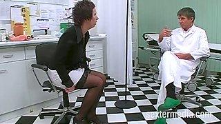 Milf patientin vom doktor gefistet