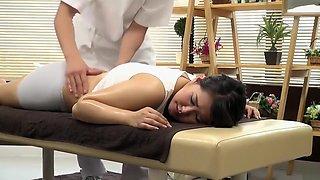 Sensual massage turns into a proper pussy-rubbing session