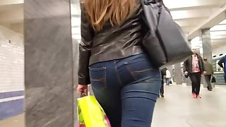 Pretty woman s tight ass