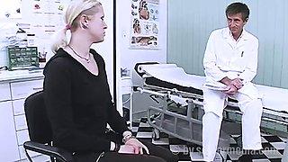 Doktor fickt seine patientin