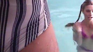 Big dick on the pool