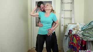 YOUNGER GUY SEDUCE 72yr old GERMAN GRANNY LISA TO FUCK