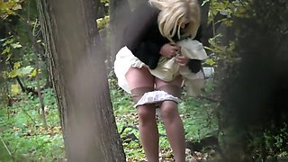 Voyuer cam outdoor pee video