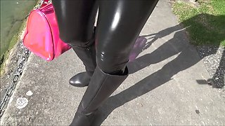 cameltoe in latex leggings