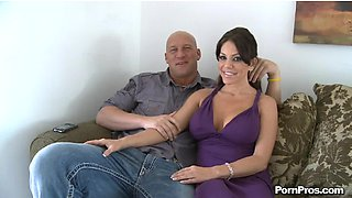 Tied up Victoria Valentina is getting shagged with a pulsating boner