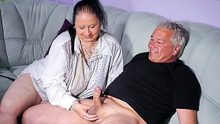 HAUSFRAU FICKEN - German granny housewife in blowjob video