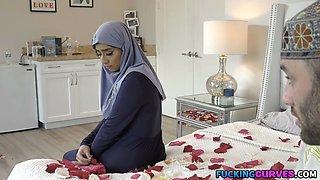 Thick Hijab Virgin Fucked On Her Wedding Night