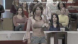 LATINA WITH TIGHT SHORTS SHOWING BEAUTIFUL CAMELTOE [SUPERcut]