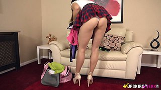 Damn nice inviting pink pussy of lewd Tindra Frost is flashed