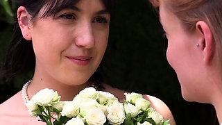 Aussie bride eating pussy