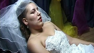 Bride get facial from the entire wedding party