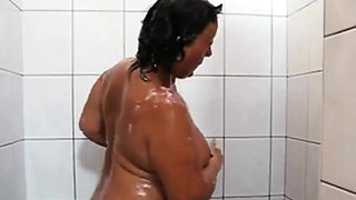 OmaFotze old mature taking a public shower