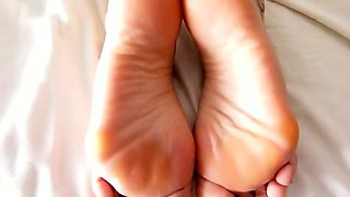 Amateur slut gets her lovely feet covered in hot jizz