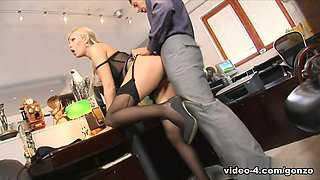 Nick Lang & Donna Bell in Caught With Finger In Pussy She Gets Fucked By The Boss - BestGonzo