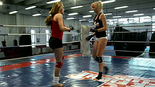 Alluring babe Leyla Black  fights her lesbian GF in the ring