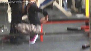Geile Blonde im Gym angebaggert und gefickt