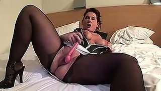 Mature bbw toying