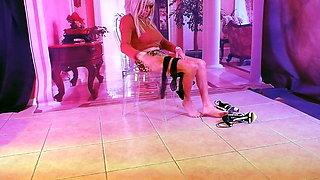 CROSSDRESSER SLUTTY NYLONS & LEGS CD in STOCKINGS at HOTEL