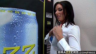 Brazzers - Big Tits at Work - Fucking the Vending Machine Du