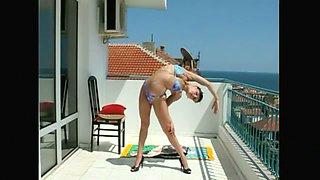Sexy Incredible Contortionist Magdalena Stoilova In A Bikini