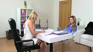 Beautiful bisexual blonde seduces the horny agent