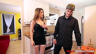 Amanda Bellucci receives a huge cum shot after fucking a big cock