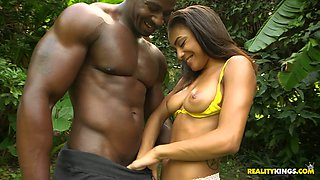 Muscular mandingo Jean Slayer fucks nasty chick in flying pose