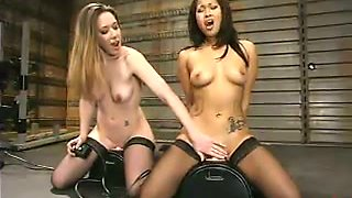 DragonLily and Jade Marxxx find a fucking machine and test it