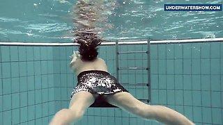 Flashing bright tits underwater makes everyone horny